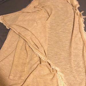 A 55% polyester 42% cotton cape